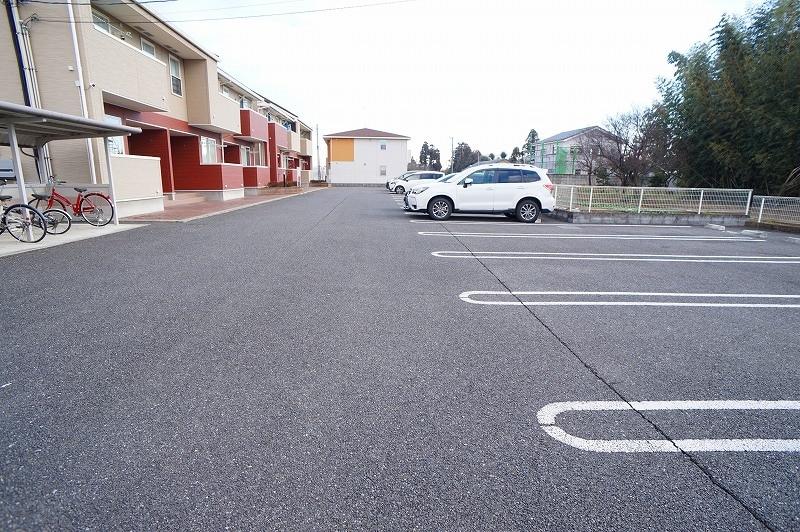 サンパティークⅣ 02010号室の駐車場
