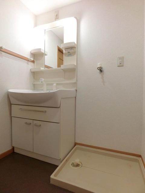 グレンツェント・イル 02020号室の収納