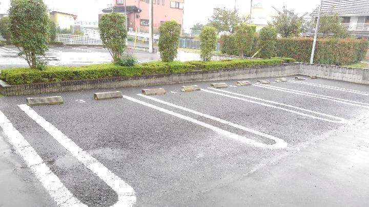 アルモニーA 01020号室の駐車場