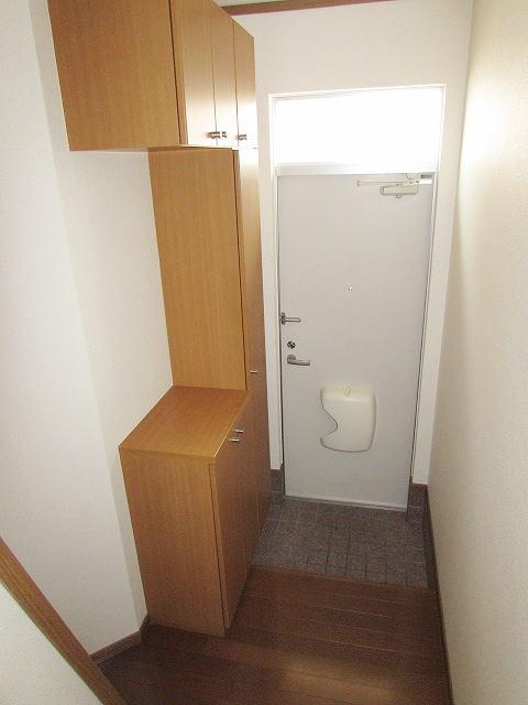 グランディールA 02040号室の玄関