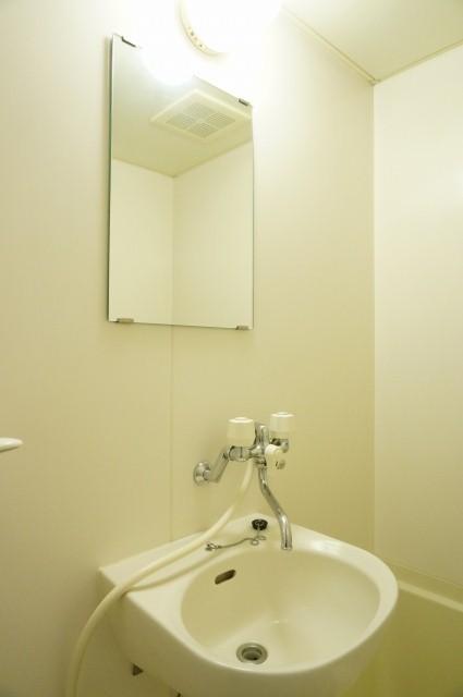 ラカーサ壱番館 01050号室の洗面所