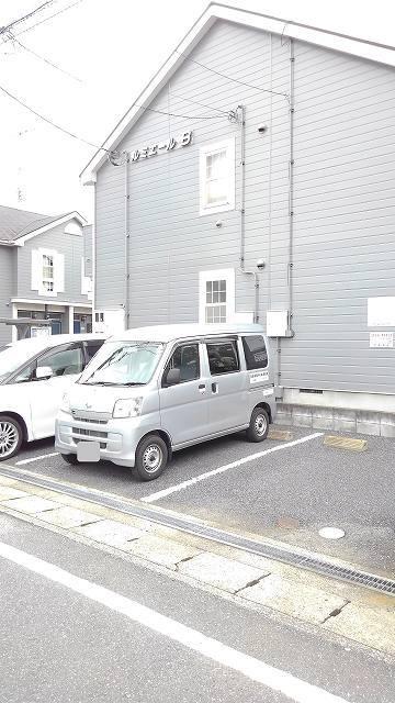 ルミエール B 01020号室の駐車場