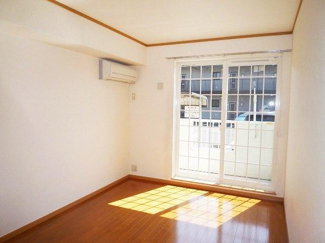 クレストヒルズ 01030号室の居室