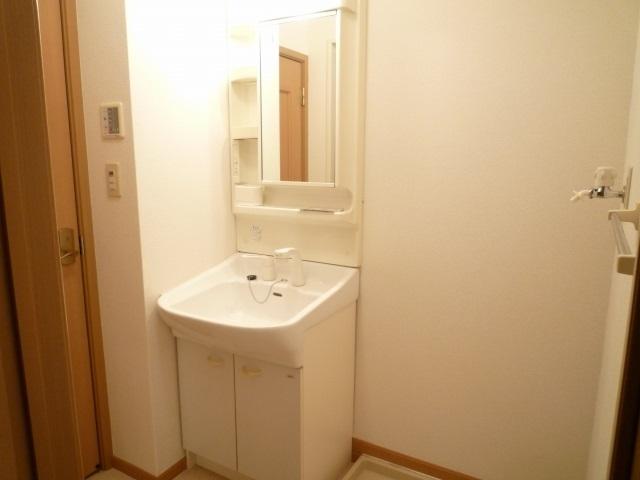 クレストヒルズ 01030号室の洗面所
