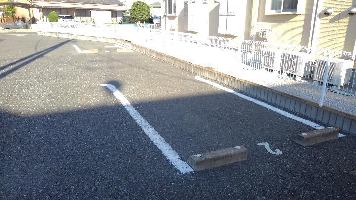 フォンターナ 02010号室の駐車場