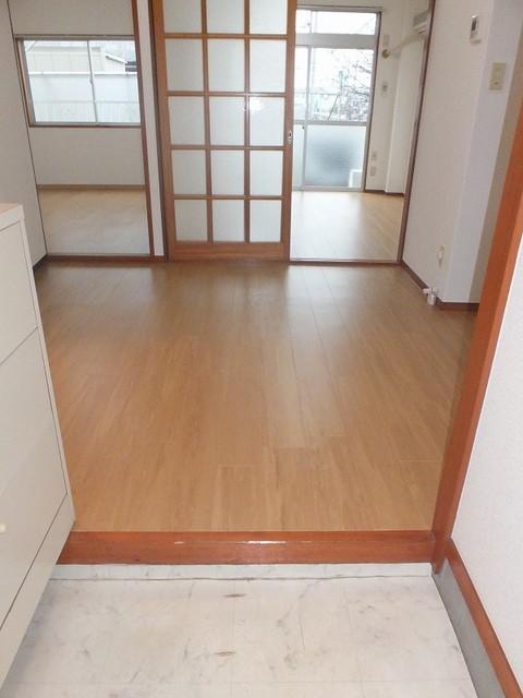 エルディムロックスプリングB 01030号室の玄関