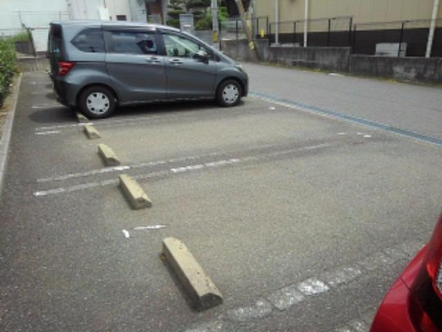 エスポワールB 01010号室の駐車場