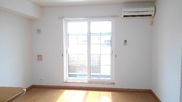 パインズデフィⅡ 02030号室のリビング