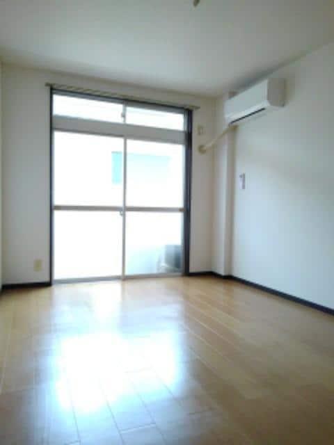 エルディム・城西B 02020号室の居室