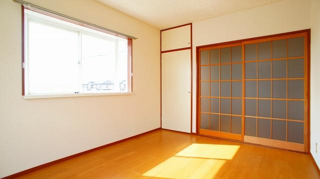 エルディム・城西B 02050号室の居室
