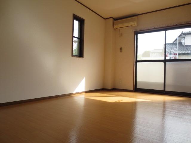 リバティハイムⅡ 01010号室の居室