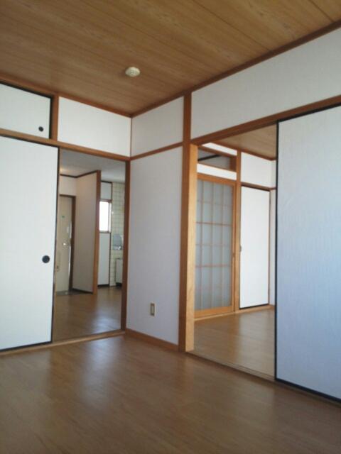 シティハイツ天伯Ⅱ 02030号室の居室