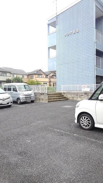ソシア新宿 03010号室の駐車場