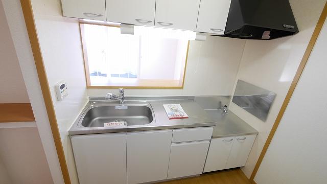 フィオ-レ・彩C 02010号室のキッチン