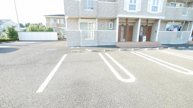 フィオ-レ・彩C 02010号室の駐車場