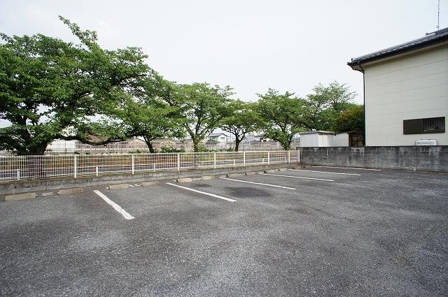ブリッサ.セレ-ノA 02020号室の駐車場