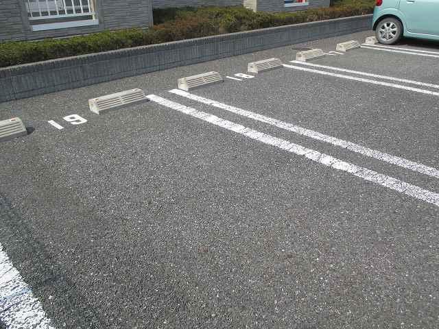 コルティーレ B 02020号室の駐車場