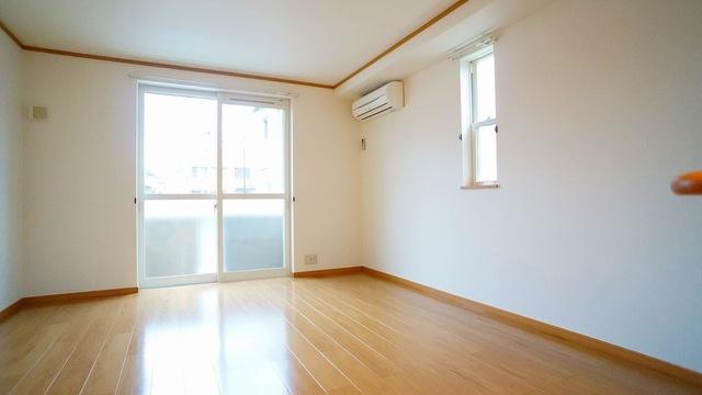 ラ・ルミエ-ル・メゾン Ⅲ 01020号室の居室