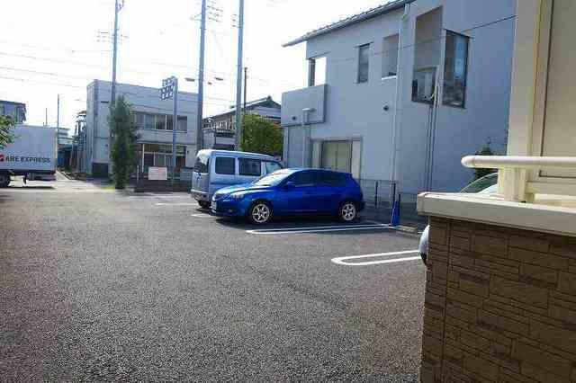 ラ・ルミエ-ル・メゾン Ⅲ 01020号室の駐車場