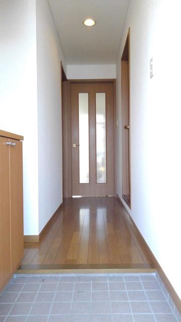 ウエストコートA 01010号室の玄関
