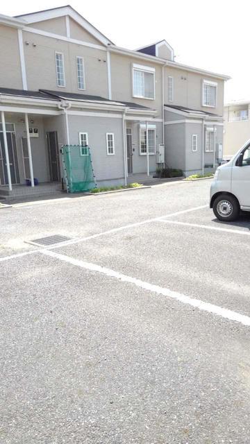 ウエストコートA 01010号室の駐車場