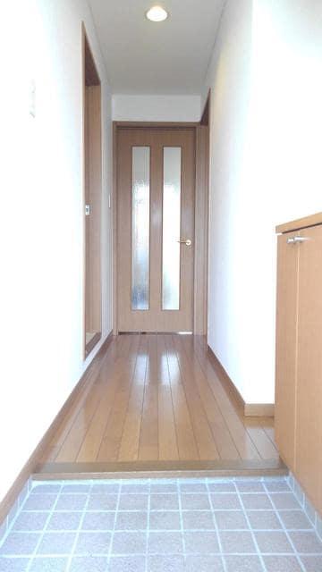 ウエストコートA 01020号室の玄関