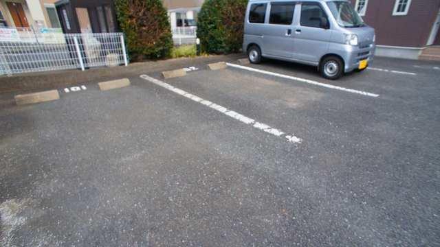 アラモードヴィラ 01030号室の駐車場