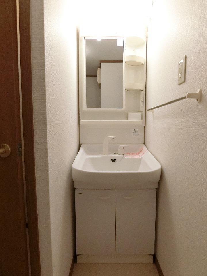 クレストルnoguchi 01030号室の洗面所