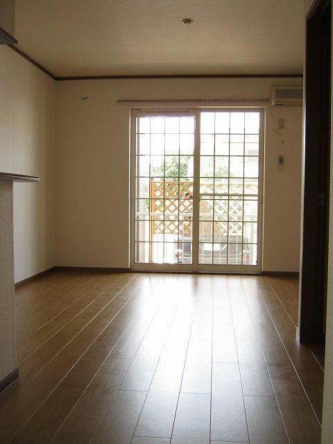 サン アヴェニュ- 01020号室のリビング