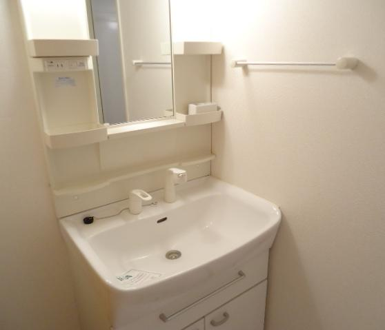サン アヴェニュ- 01020号室の洗面所