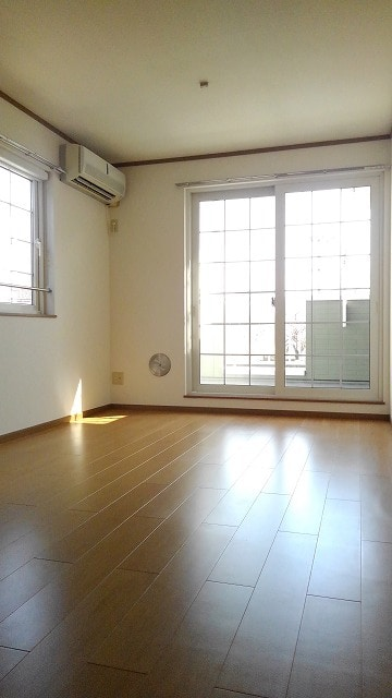 パストラルコ-トⅡ番館 02020号室のリビング
