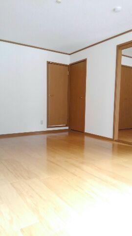 プリムローズガーデン 02020号室の居室