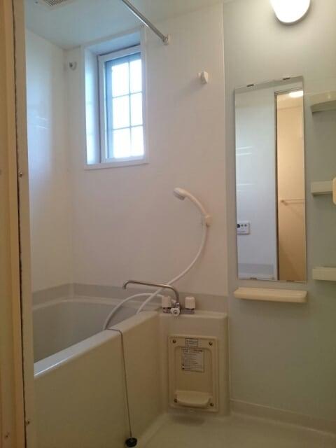 ル-ラルハ-モニ-TI A 01010号室の風呂
