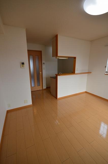 ルームハウスSUN 02010号室のリビング