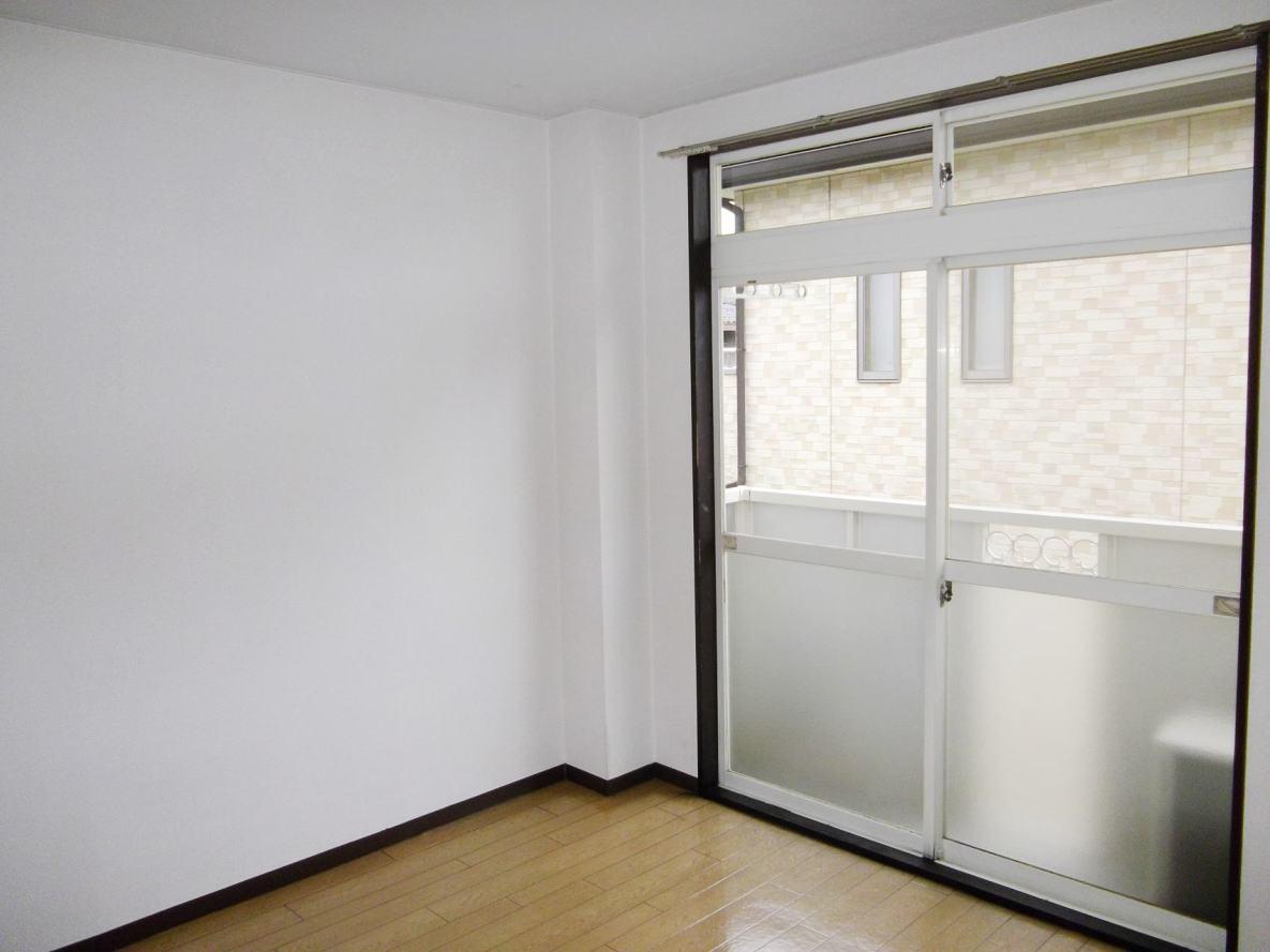 クローバーハイツ 02010号室のリビング
