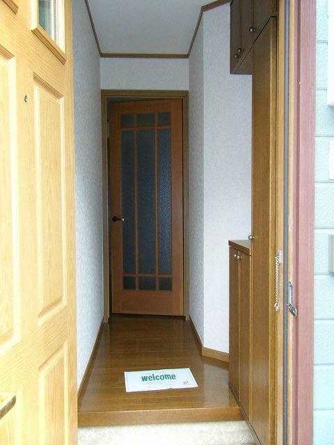 クレセント 01010号室の玄関