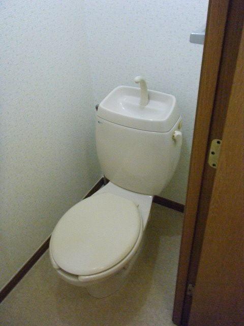 クレセント 01010号室のトイレ