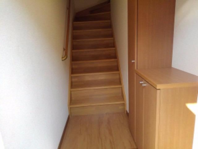 パイングローヴヒルズB 02020号室の玄関