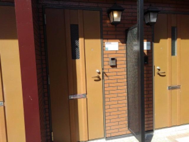 パイングローヴヒルズB 02020号室のエントランス