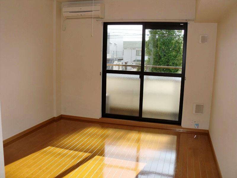 PURE CITY 梅田B 02030号室のリビング