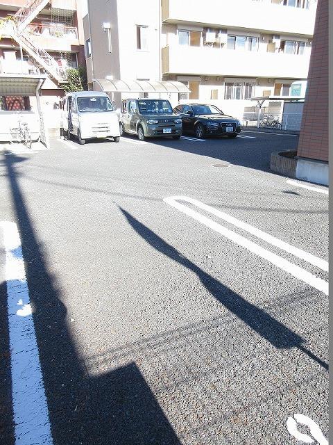 PURE CITY 梅田B 02030号室の駐車場