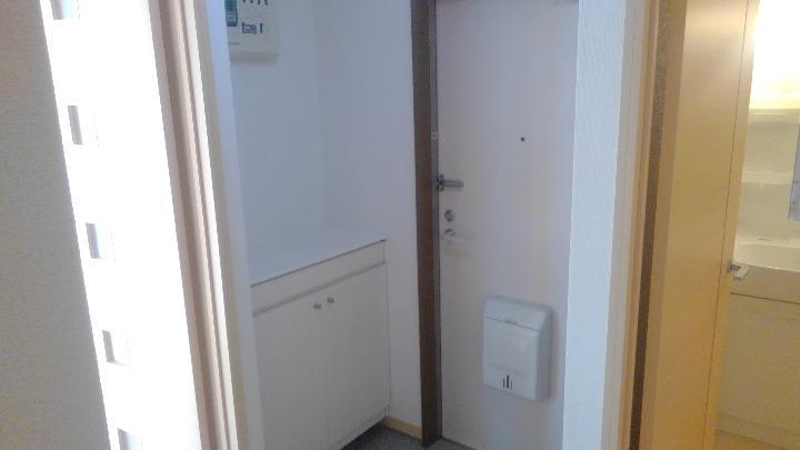 プランタン小島B 02020号室の玄関