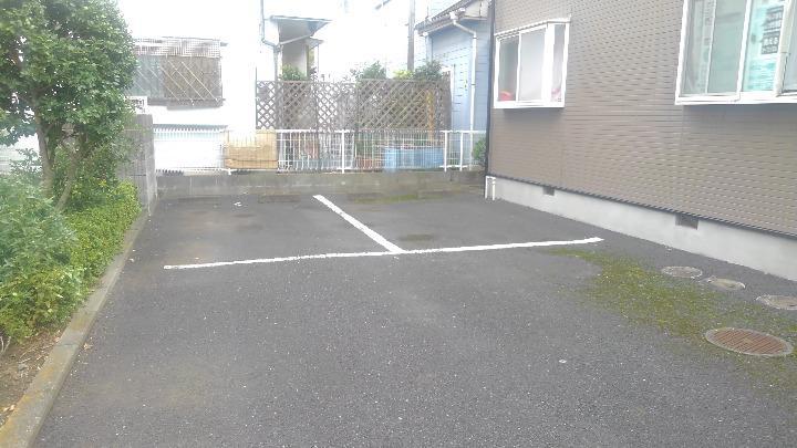 プランタン小島B 02020号室の駐車場