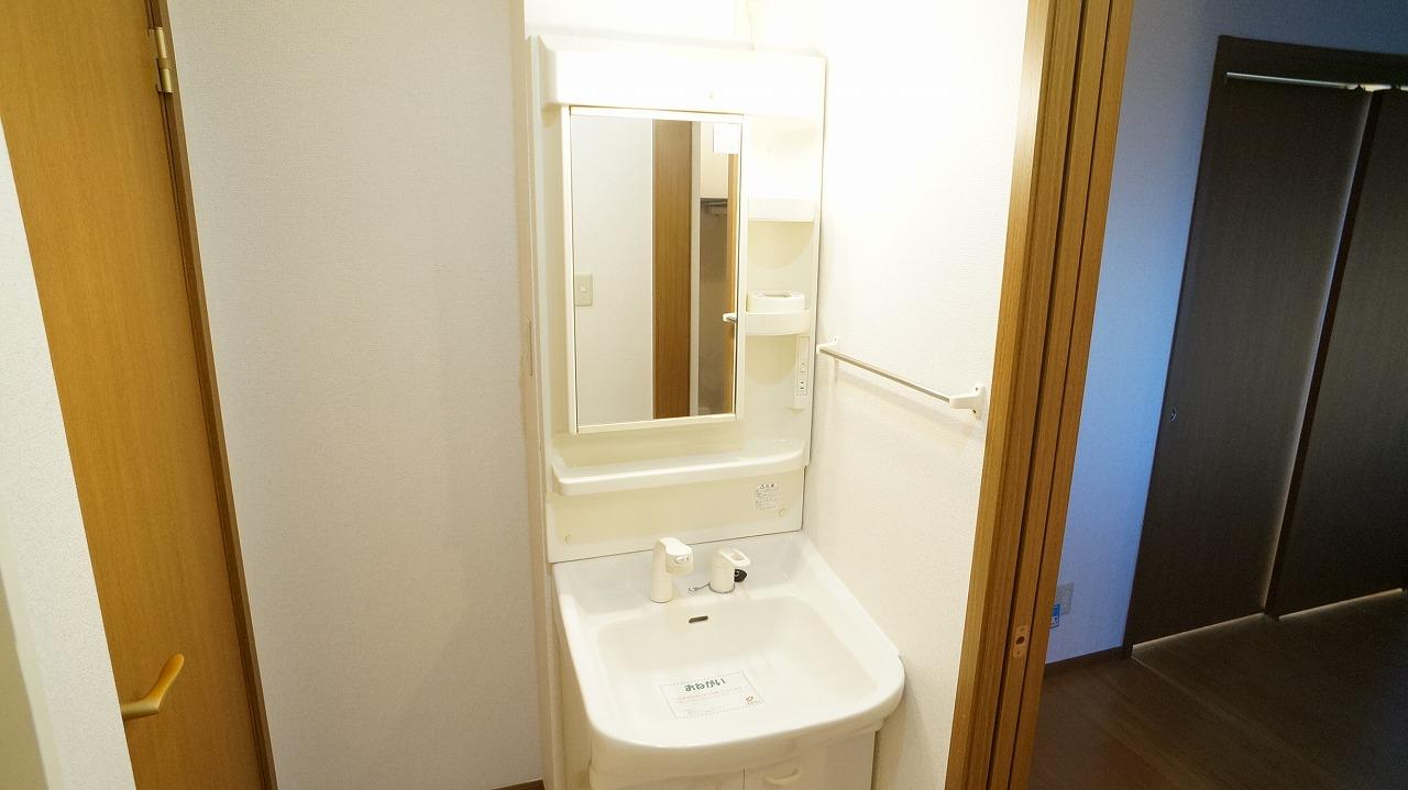 クーバーインウエストE 01040号室の洗面所