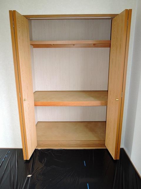 プリムローズ 02020号室の収納