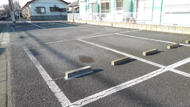 エルディム鈴木 01060号室の駐車場