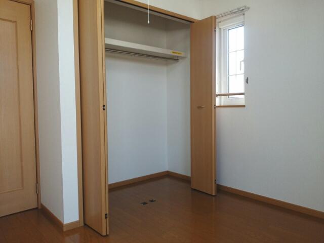 クレーストⅠ 02020号室の収納
