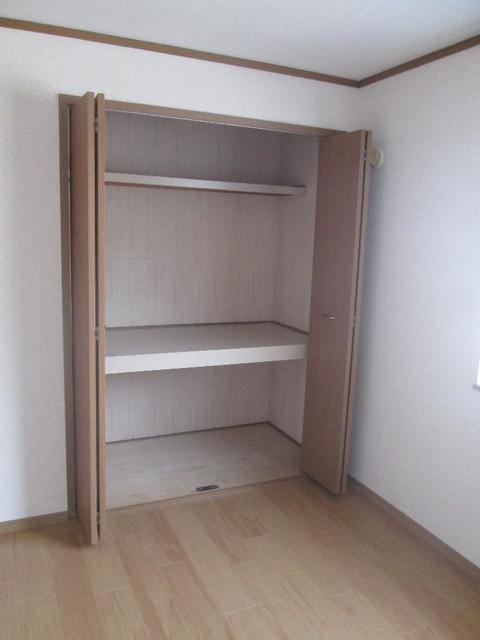 メゾンリュミエ-ルB 01010号室の収納