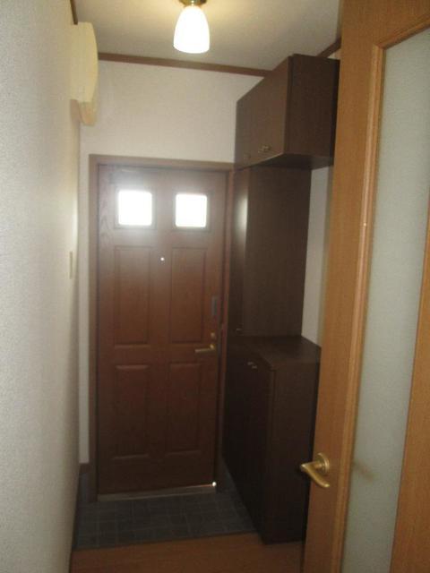 メゾンリュミエ-ルB 01010号室の玄関