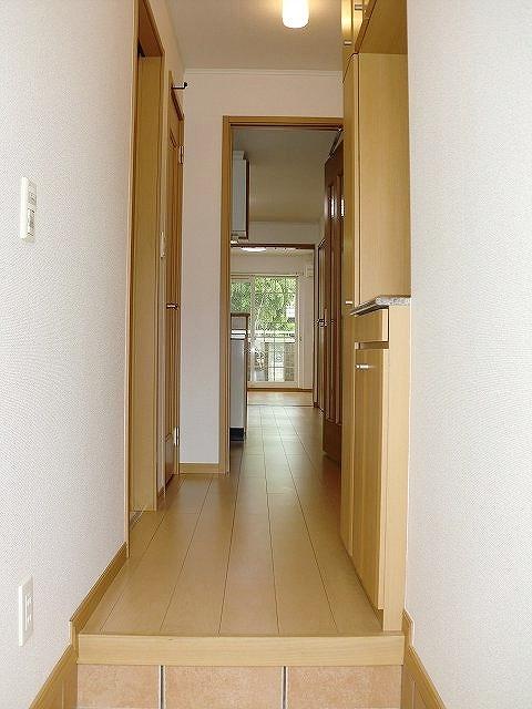 ボヌール・キャトルズ 01010号室の玄関